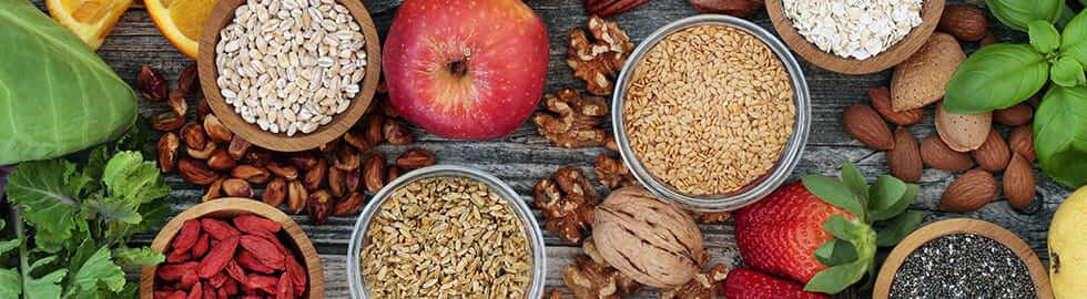 Nüsse und Früchte für Vitaminbedarf
